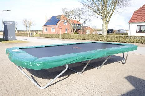 Flot Sportsjumper XL - stor firkantet trampolin til haven. IR-11